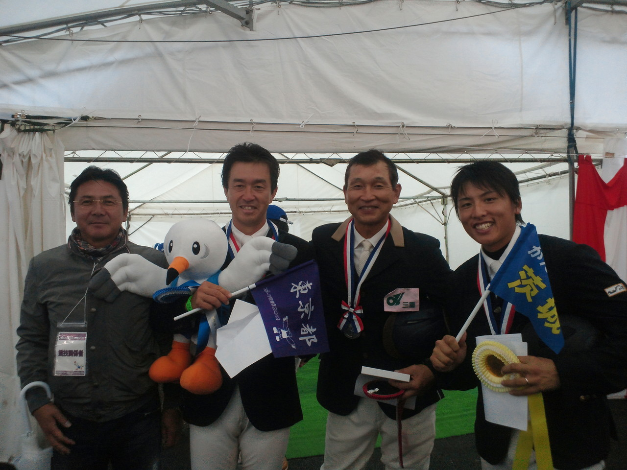 左は三重県の応援団。この方も日大馬術部OB(笑)