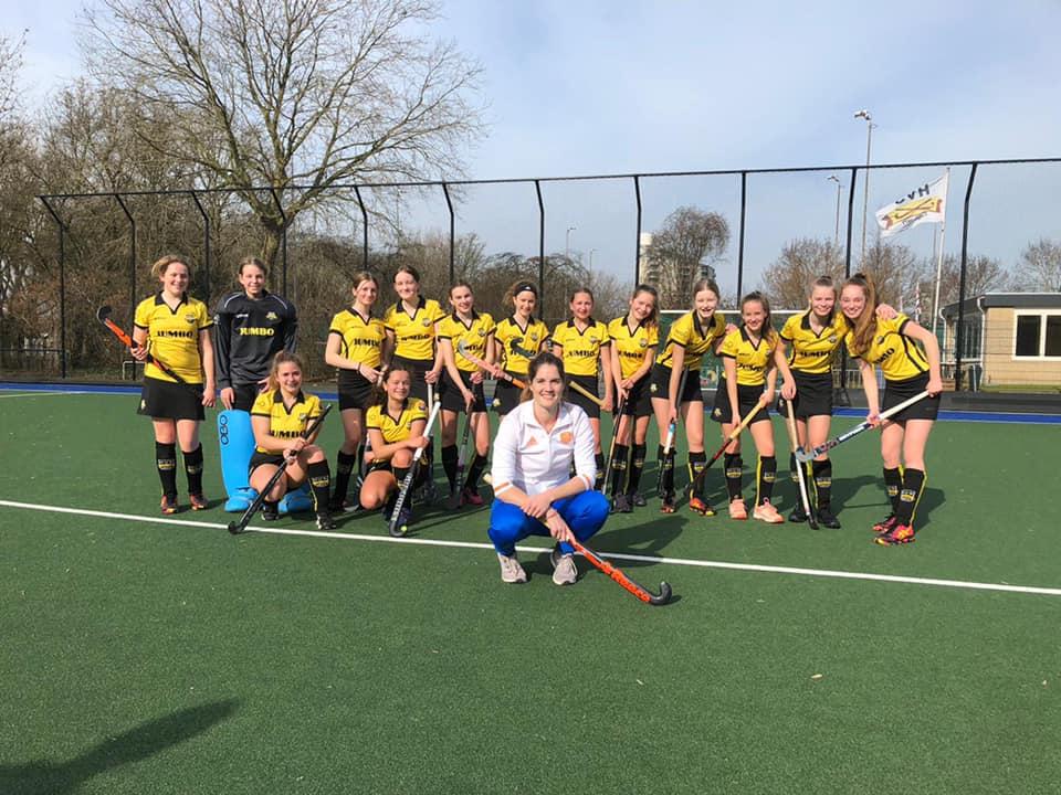 Clinic hockey international Marloes Keetels voor HVS MC1.