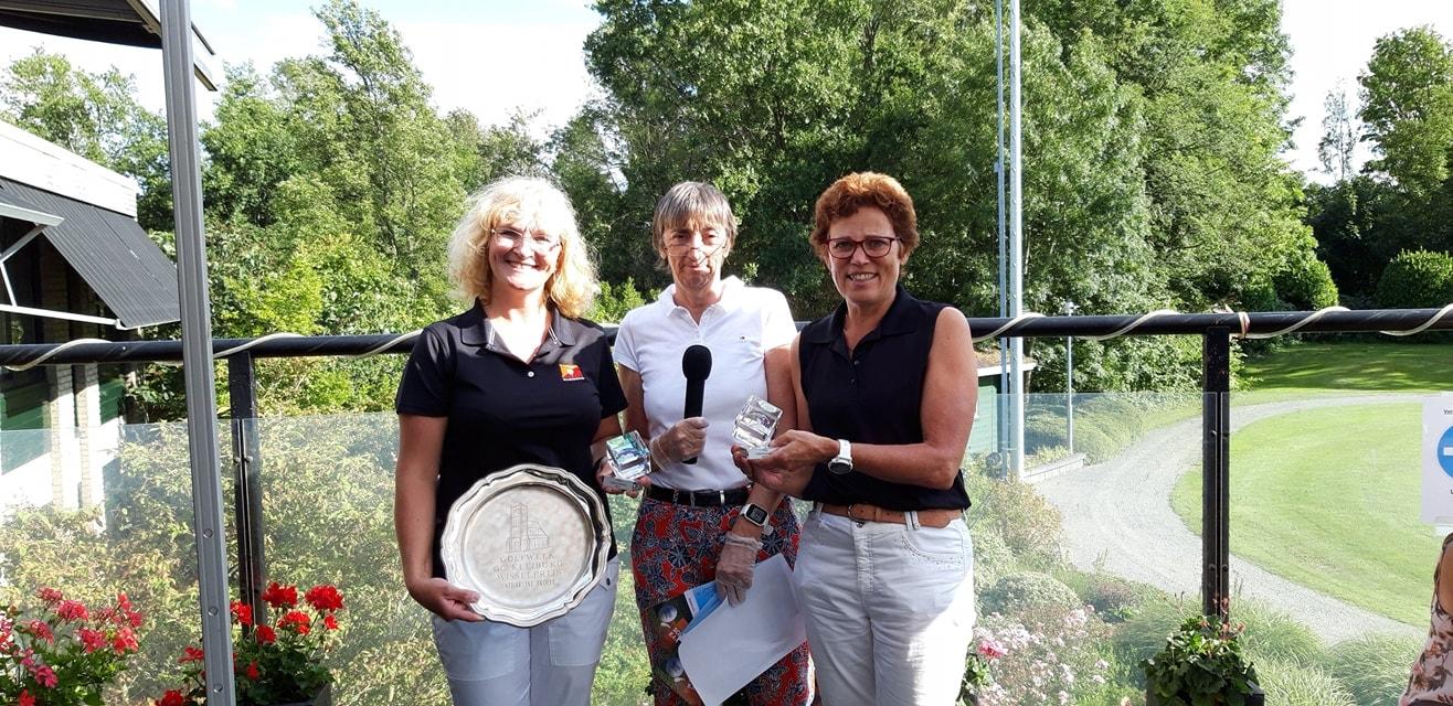 Brigitta van de Lang en Pia van Eersel winnen Catharijne Beker bij Golfbaan Kleiburg.