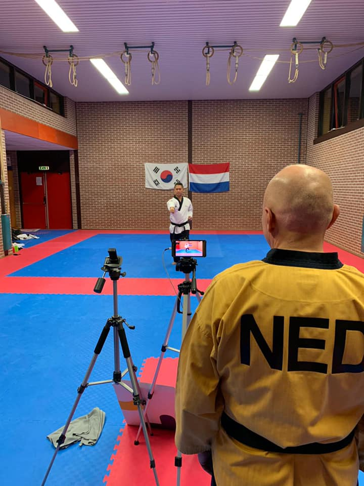 Yance Deflers bij online WK Taekwondo Poomsae.