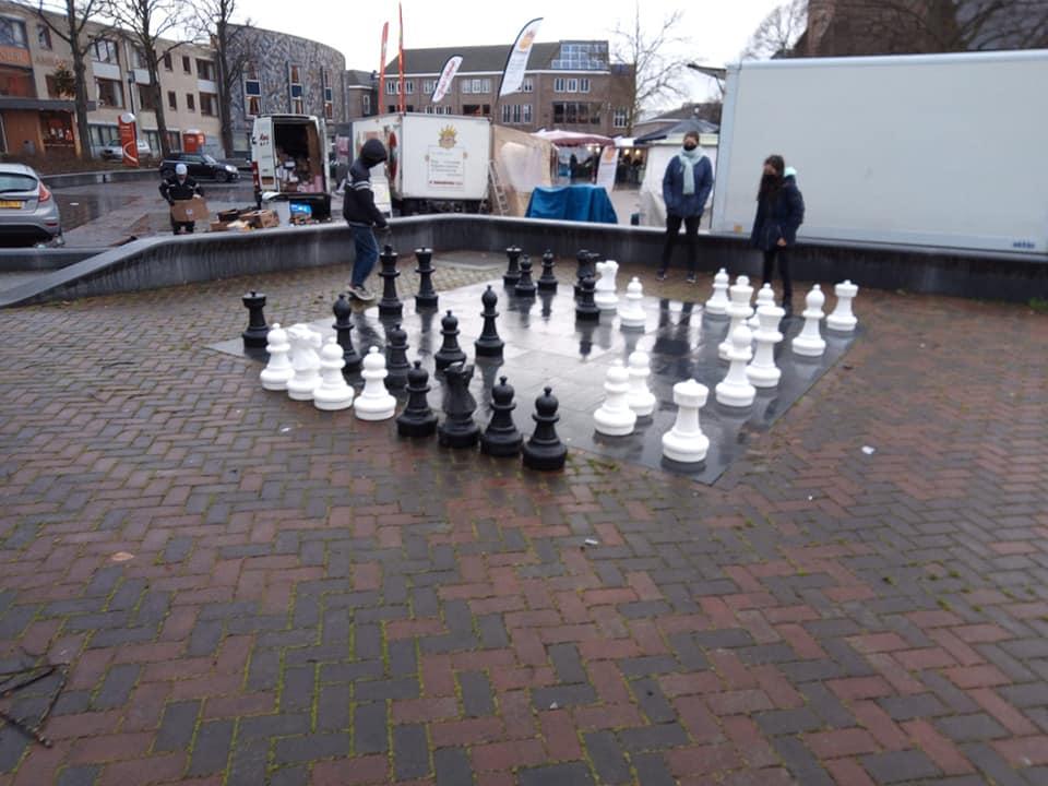 Schaak 'markt-instuif' met schaakvereniging Spijkenisse.
