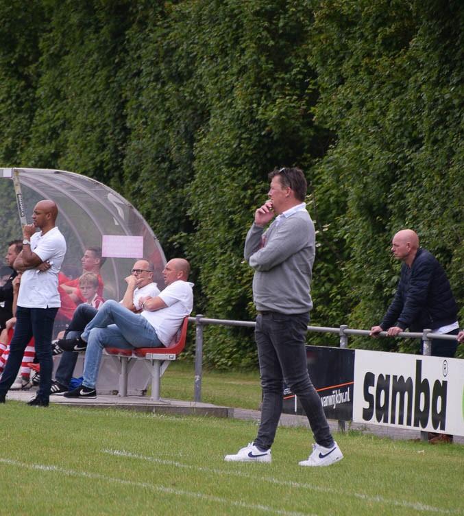 v.v. Rockanje verlengt met hoofdtrainer Harry Rusken.