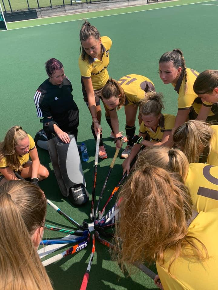 HVS Dames 1 verslaat 2e klasser Ypenburg Dames 1.