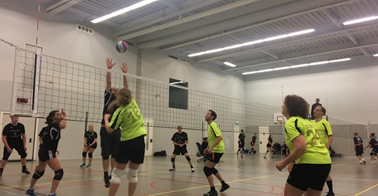 MIX 1 team Van Amen Volleybal start competitie met twee overwinningen!