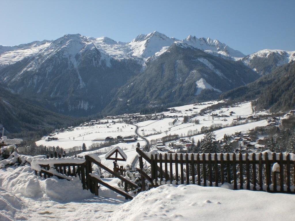 Krimml umgeben mit seinen Bergen