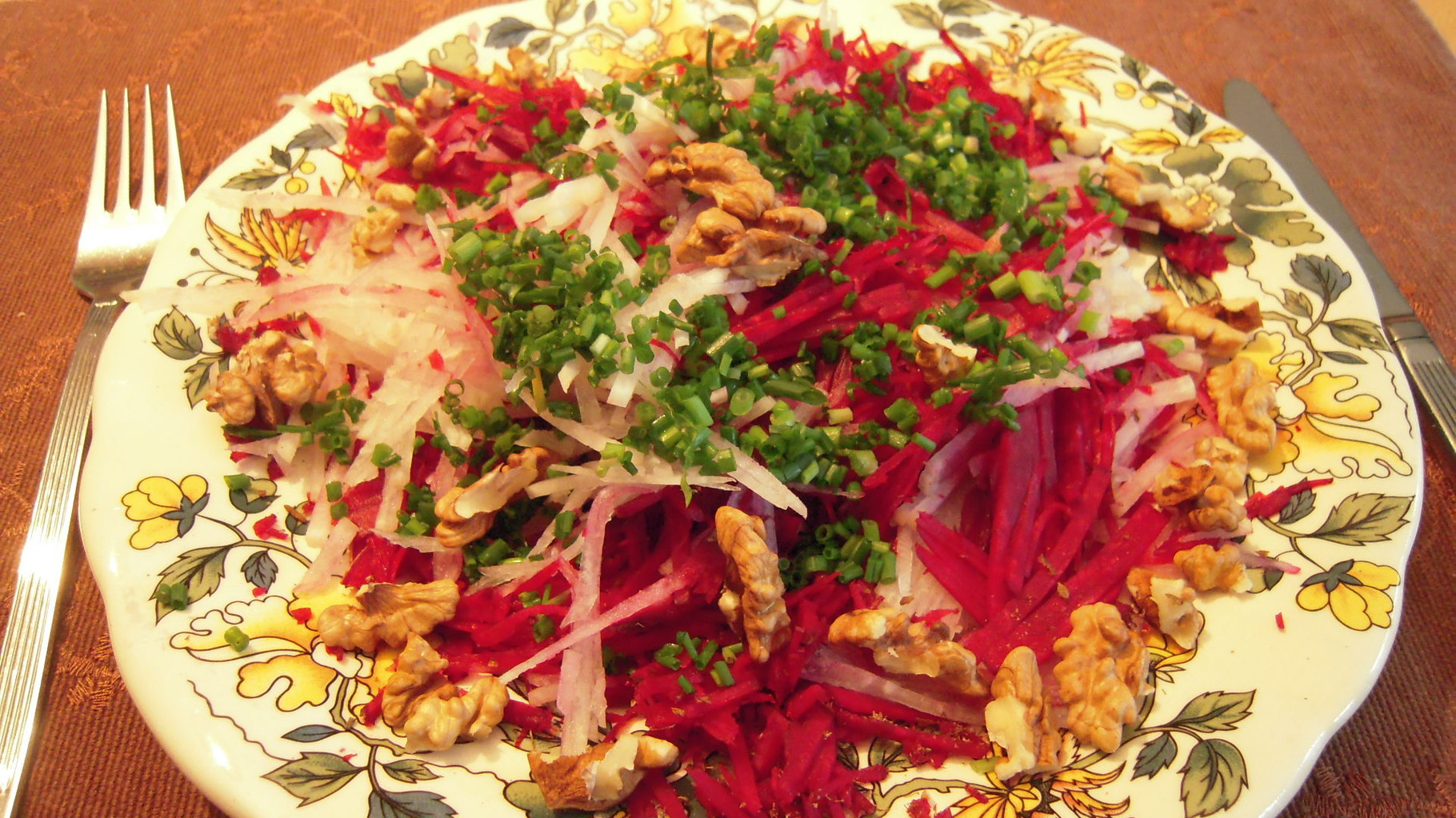 Rote Rübe-Kohlrabi-Salat