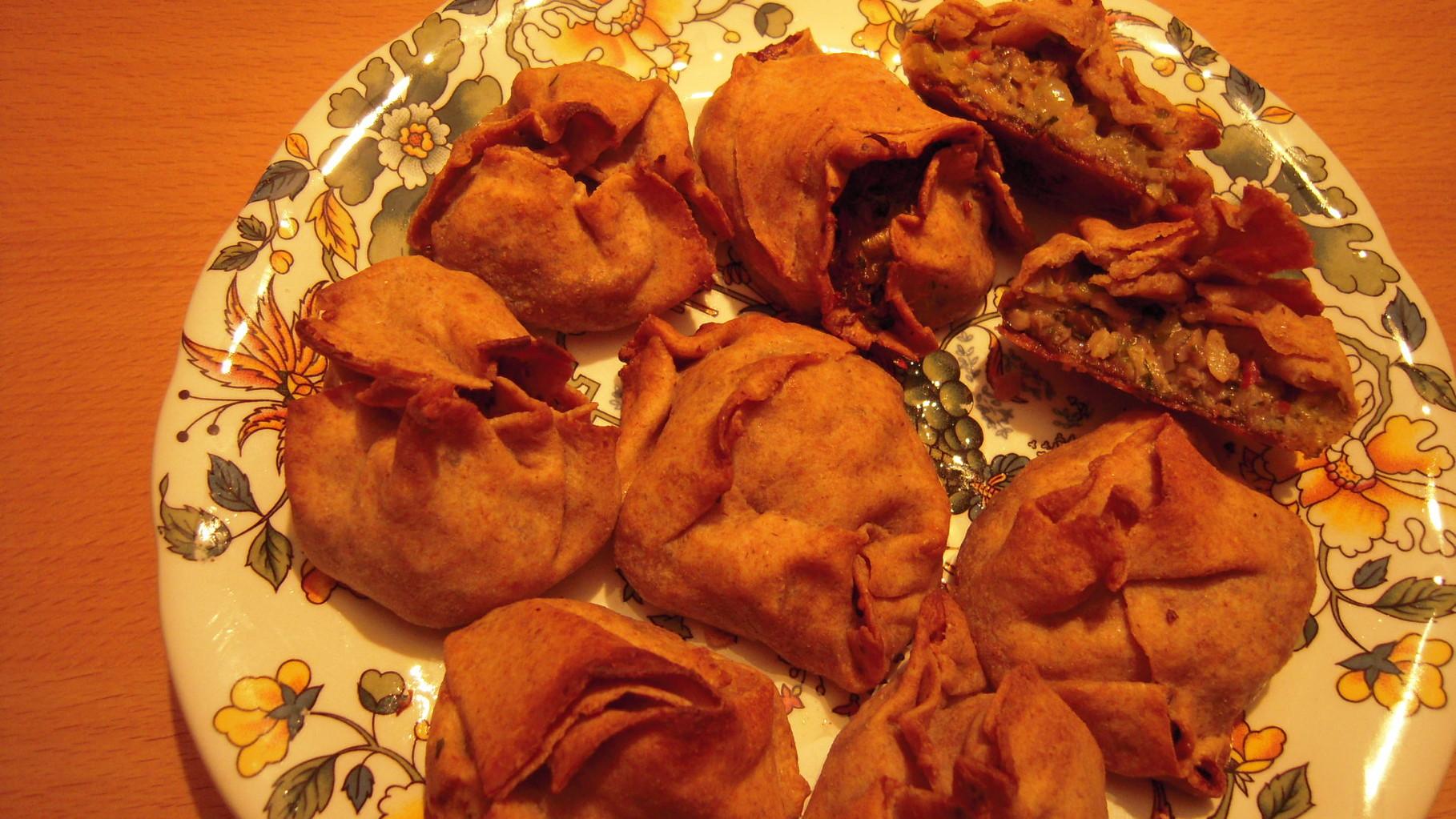 Gefüllte Teigtäschchen gebacken
