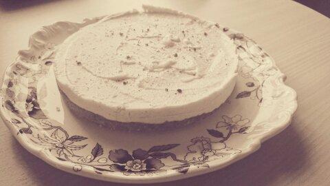 rohe Nuss-Kakao-Torte