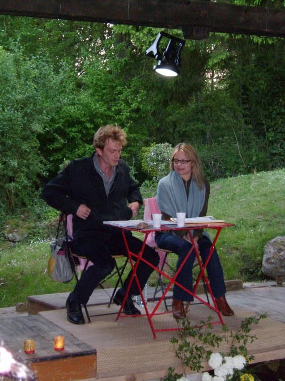 En mai 2010, Sophie et Grégory les comédiens, nous ont présenté, dans le cadre de l'Oise au théâtre, des lectures de texte de certains de nos grands comédiens 'Sandrine Bonnaire, Philippe Torreton et bien d'autres' au lavoir de Pondron