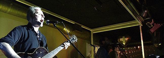 Miki Pannell tocando en directo en Sevilla, Andalucia, España con Luis Abad y Carlos Abad