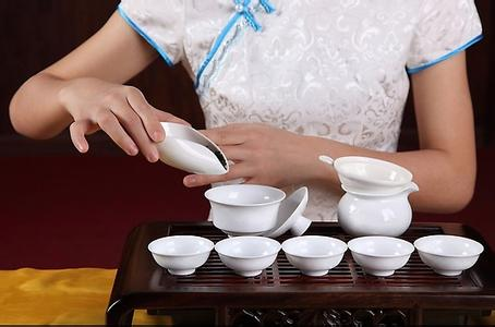 中国茶を飲みながら、レッスンを受けましょう!