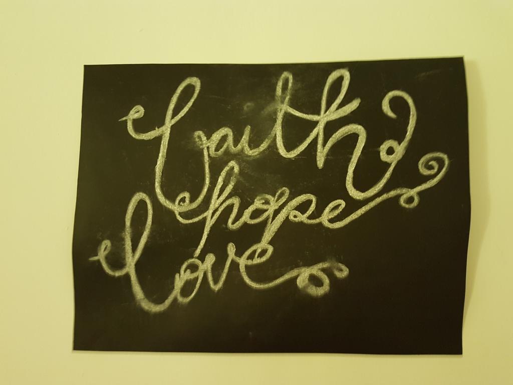 Nun aber bleiben Glaube, Hoffnung, Liebe, diese drei; aber die Liebe ist die größte unter ihnen.