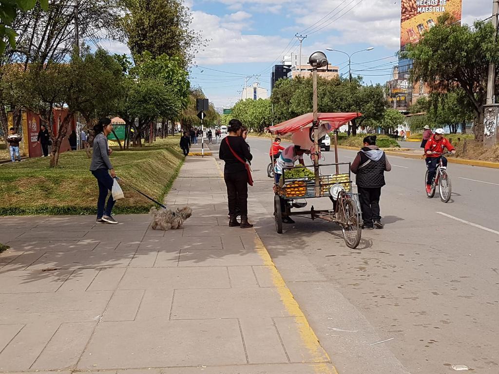 Viele Geschäfte hatten geschlossen, aber einige Straßenverkäufer haben versucht, ihre Waren an den Mann zu bringen.