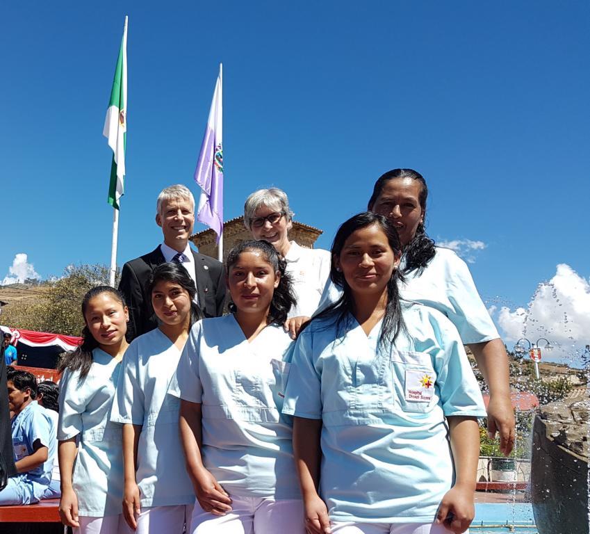 Sonntags war dann auch das Krankenhaus an der Reihe. Hier nach dem Marschieren mit Mitarbeitern aus der Augenklinik.