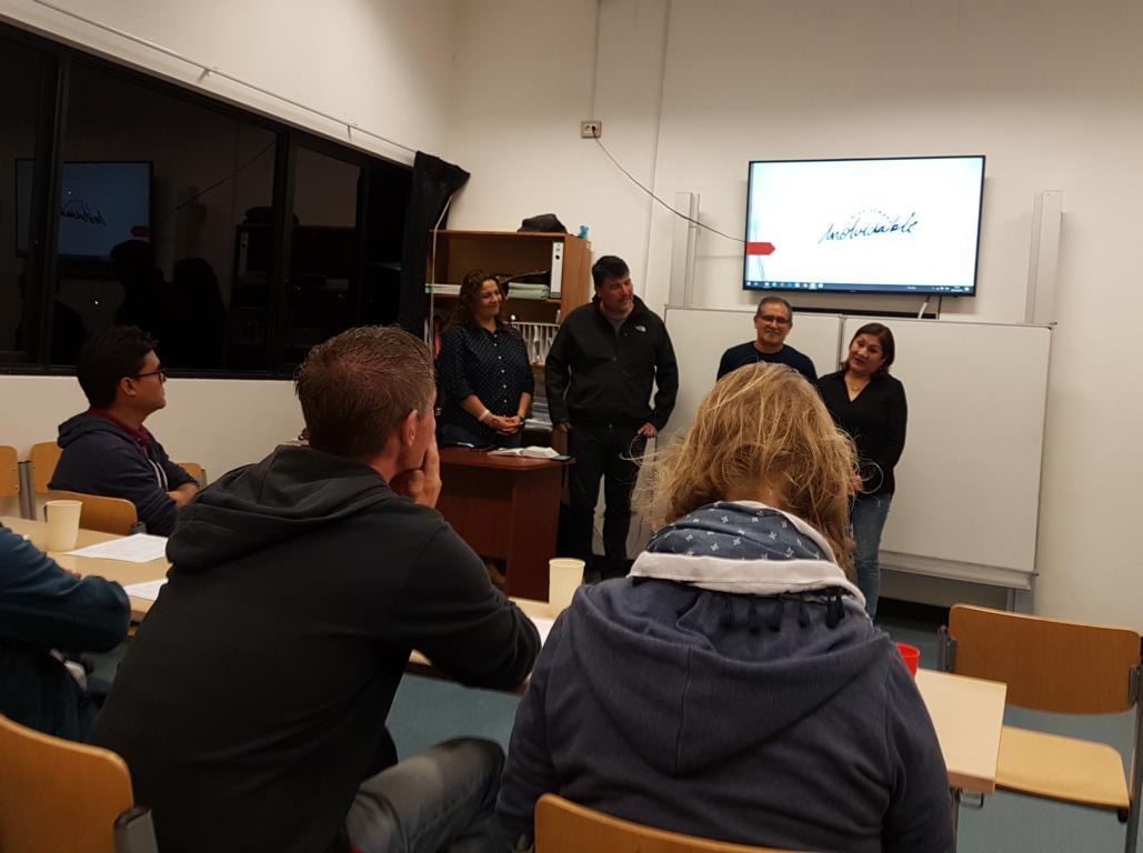 Am Freitagabend gab es für alle Mitarbeiter eine Einführung. Unsere Aufgabe war es unter anderem eine Gesprächsgruppe zu leiten.
