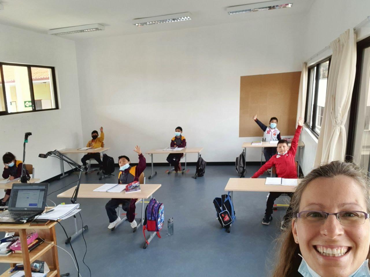 Die Schüler freuen sich über den Unterricht.