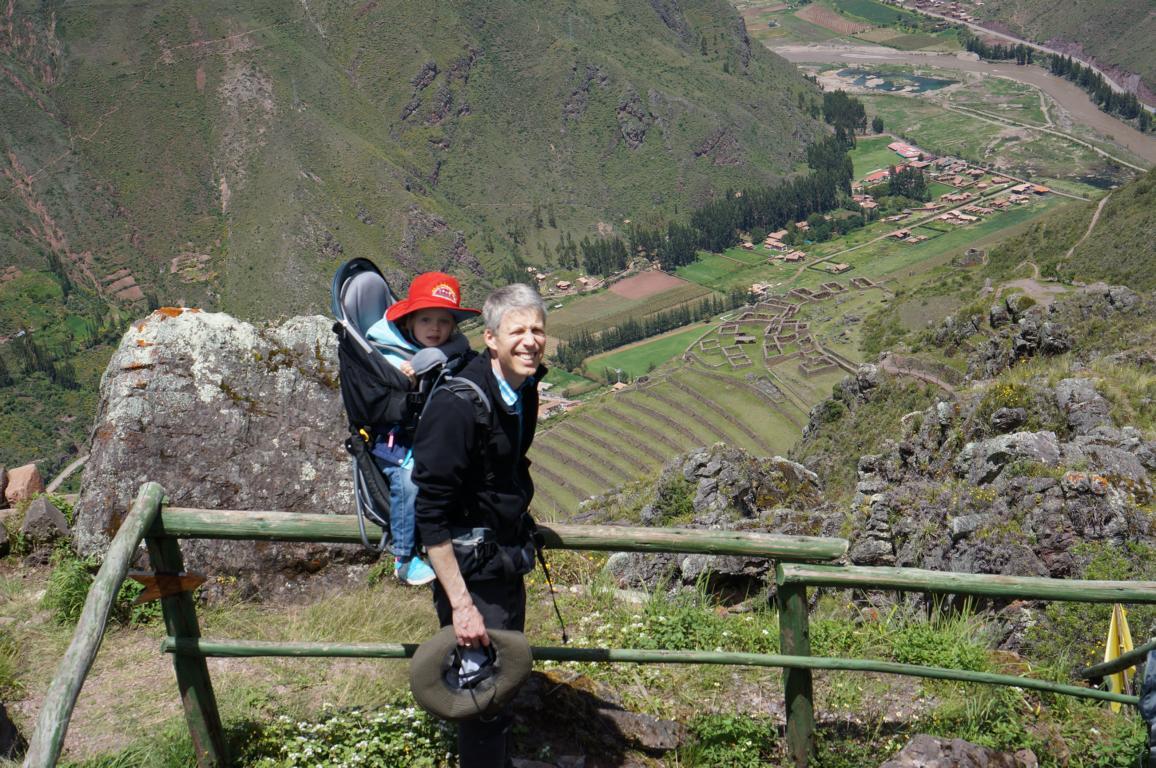 Solche Bauten gibt es an einigen Orten in Peru. Die berühmtesten sind wohl Machu Picchu und Choquequirao.