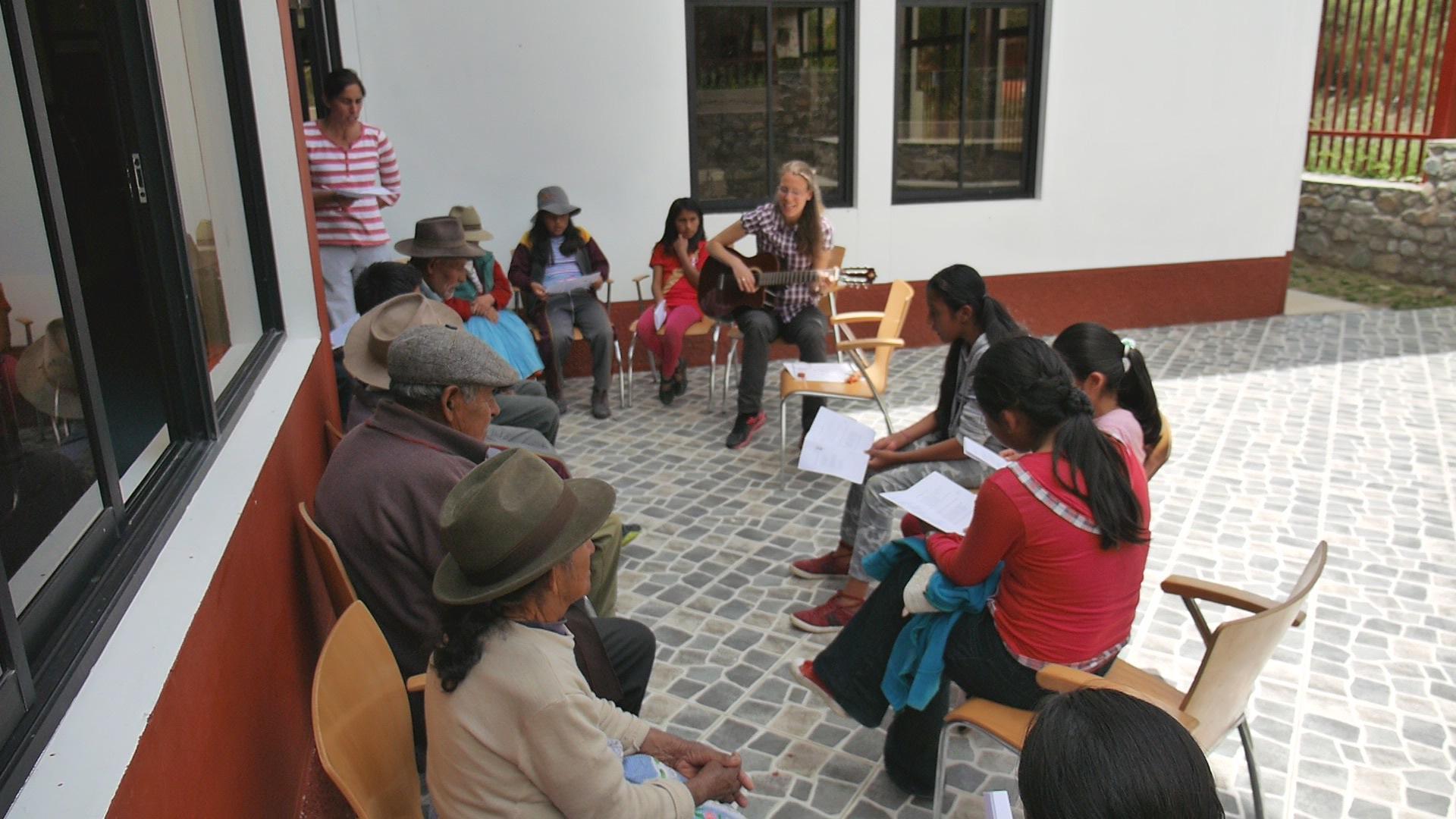 Einige Lieder auf Quechua und Spanisch wurden gesungen.