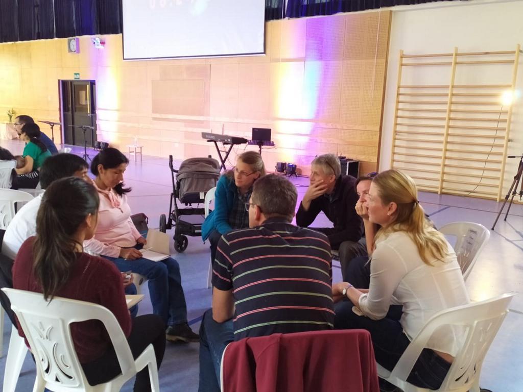 Immer wieder gab es zwischen den Einheiten Gesprächsgruppen um über das Gehörte zu reflektieren und sich darüber auszutauschen, inwiefern es einen persönlich betrifft, was man wie ändern möchte .
