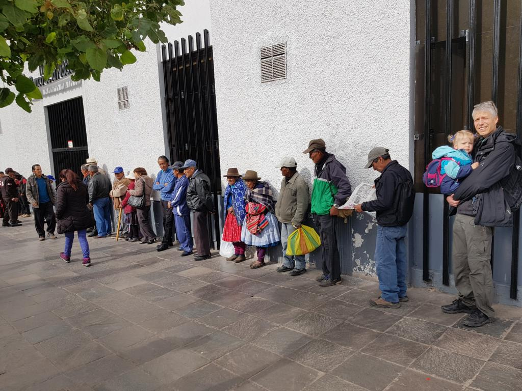 Thanks to Johanna, we were able to enter in the shorter queue, because in Peru one is often preferred with small children. :-) :-)