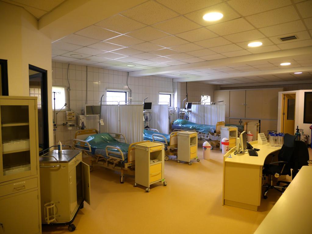 Warten auf die Covid-19-Welle: Die Intensivstation ist für das Eintreffen der infektiösen Beatmungs-Patienten eingerichtet.