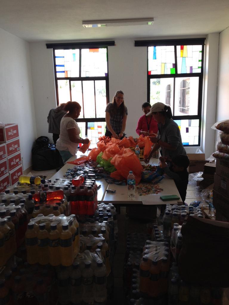 Im Vorfeld haben wir 700 Geschenktüten gepackt.
