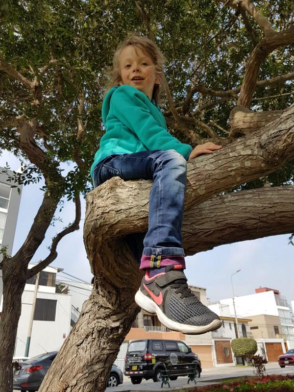 Johanna liebt es zu klettern.