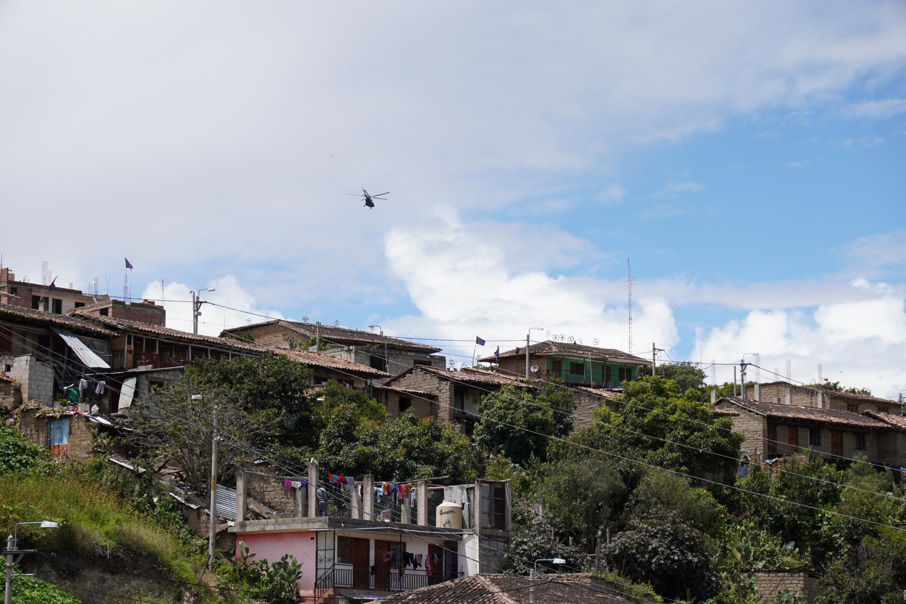 Ein Militärhubschrauber verkürzt dem Präsidenten die beschwerliche An- und Abreise von Lima nach Curahuasi.