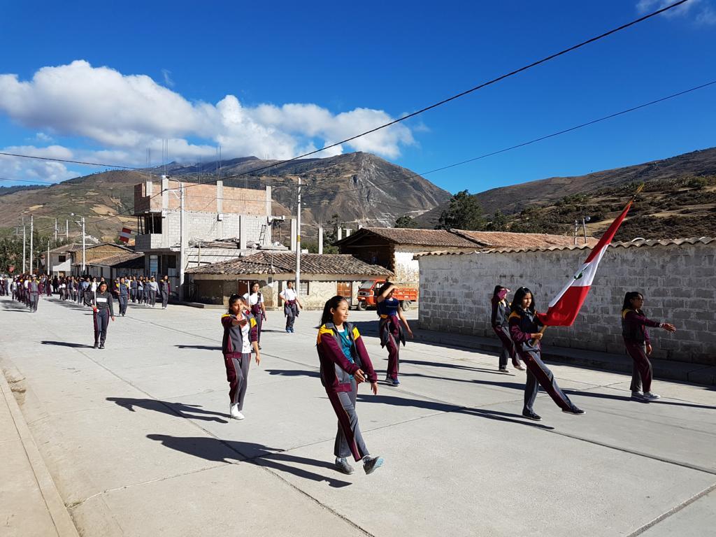 Die Schüler der Diospi-Suyana-Schule ...