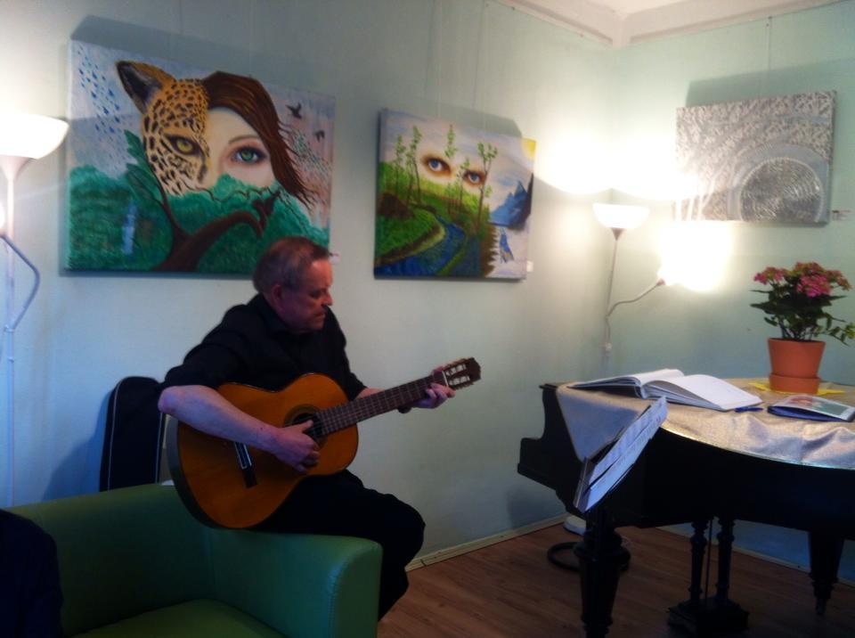 Dr.med.vet. Gerhard Bitter sorgte mit Mai-Liedern für Stimmung