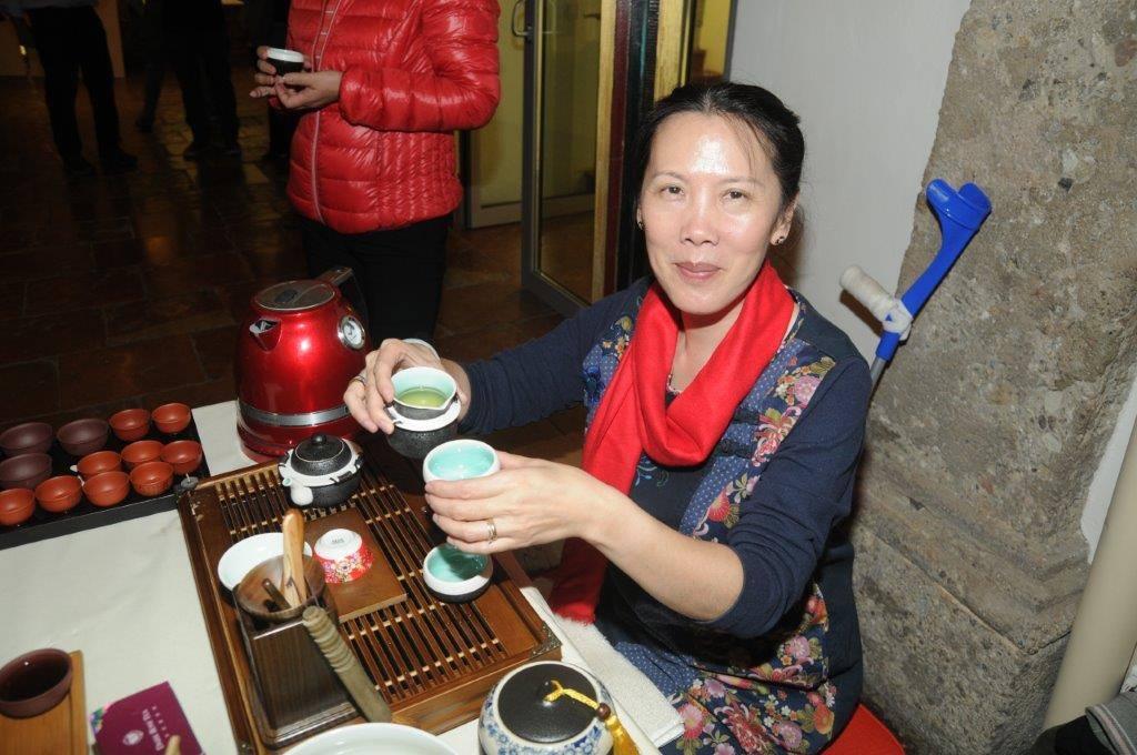 Ying Qiu-Zhang (Yan Teesalon)
