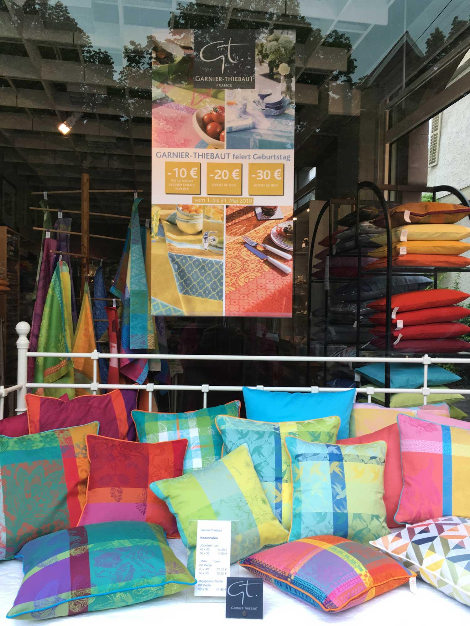 Ein paar schöne neue Kissen für die Sommer-Terrasse, den Lieblingsraum? Garnier Thiebaut bietet eine Fülle an Kissenhüllen, Tischdecken und Läufern. Im Mai noch mit der Gutschein-Aktion!!!  … nicht verpassen!