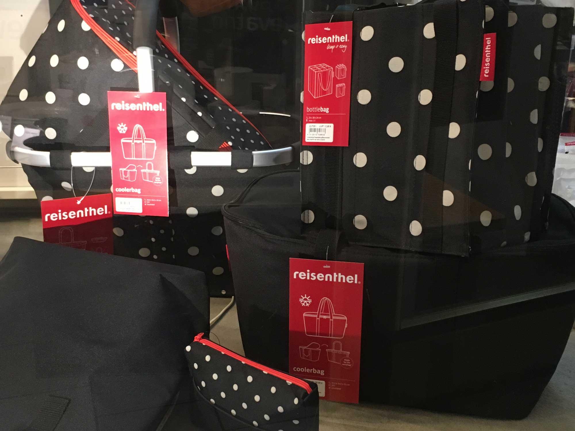 Punkte und Tupfen. Die neue Design-Idee von Reisenthel. Täschchen, Körbe, Flaschentaschen und Coolerbag fürs nächste Luxus  Picknick (… vielleicht sogar schon gefüllt?)