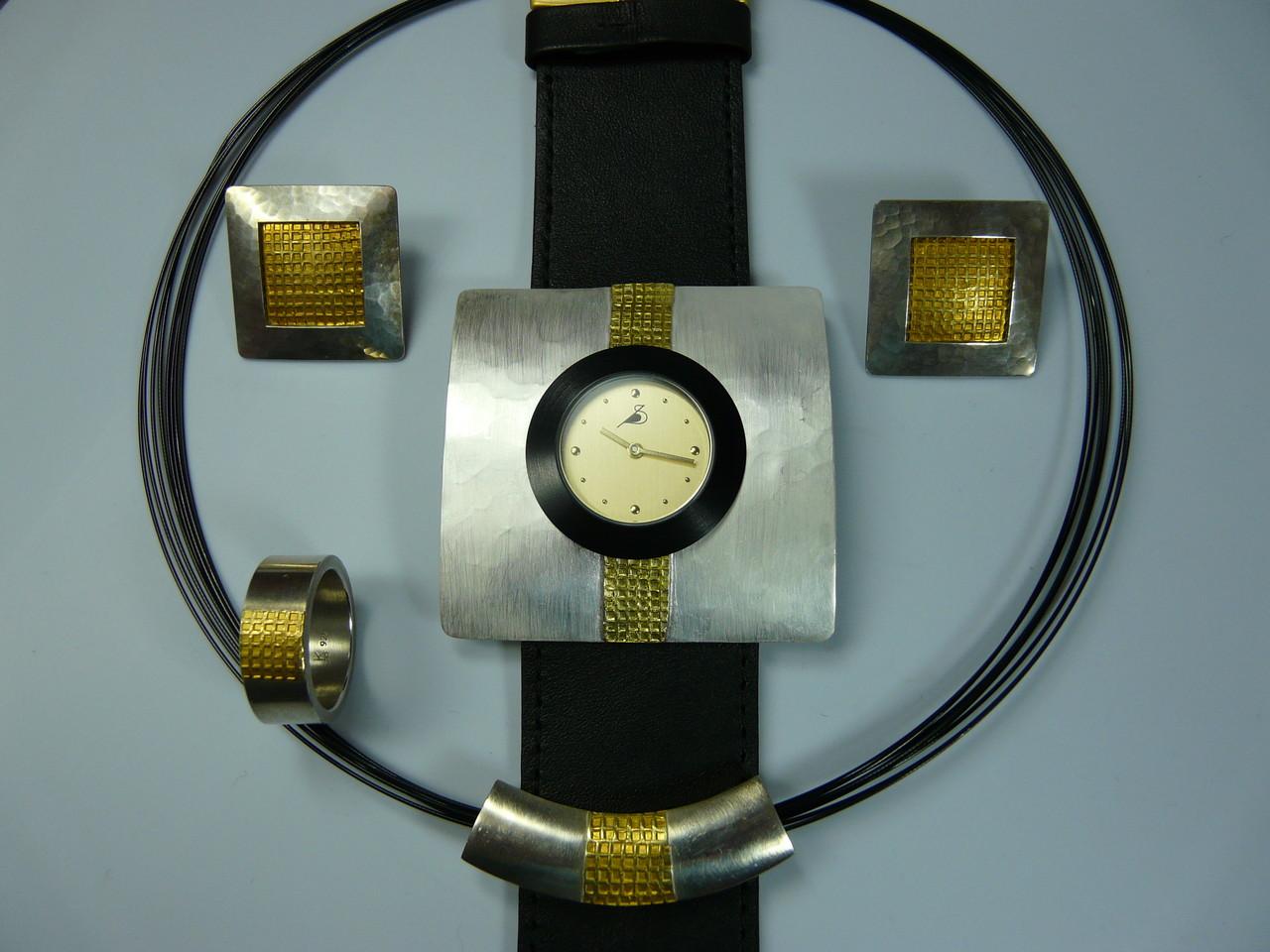 Varissima Uhr mit Schmuckscheibe, Ring, Anhänger und Ohrclips in Silber mit Feingold