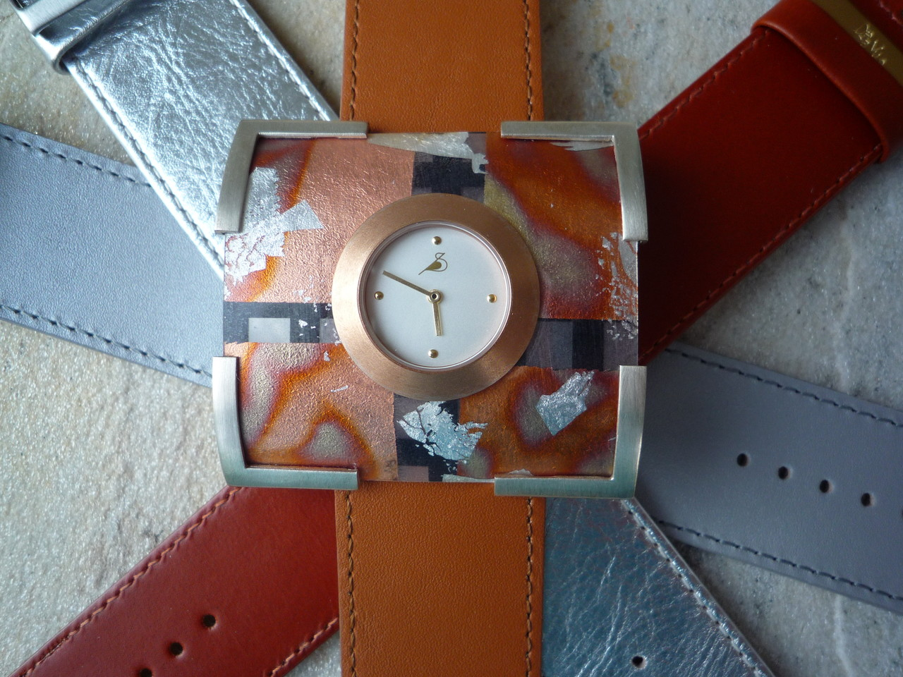 Varissima Uhr mit Schmuckscheibe F15 im Kreuchauff-Design