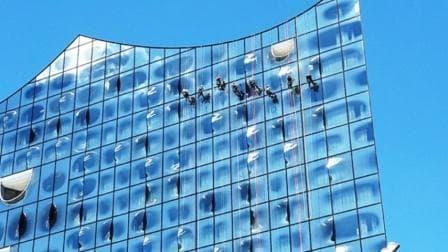 Elbphilharmonie - Alpinistische Scheibenreinigung