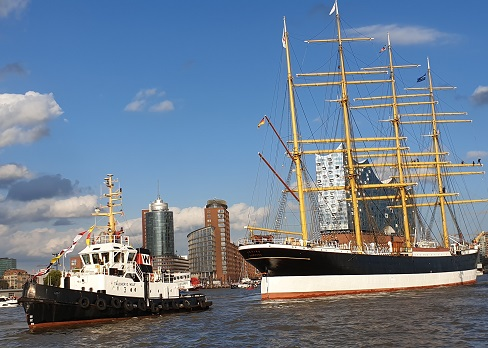 Hamburger Hafenrundfahrt & Elbphilharmonie-Führung - Einlaufparade Peking 2