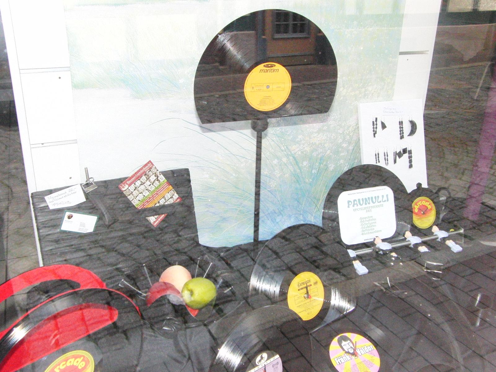 Schalen und allerlei Nützliches aus alten Schallplatten