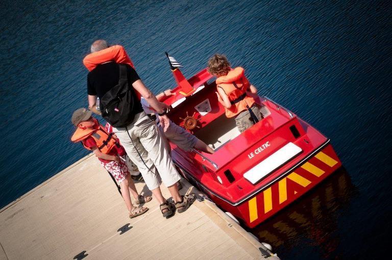 Embarquement immédiat au port miniature de villecartier © Stenphoto.fr