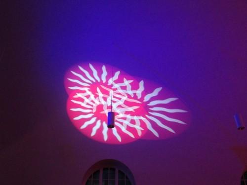 Sensationelle Lichttechnik auch im Innenraum der Kirche