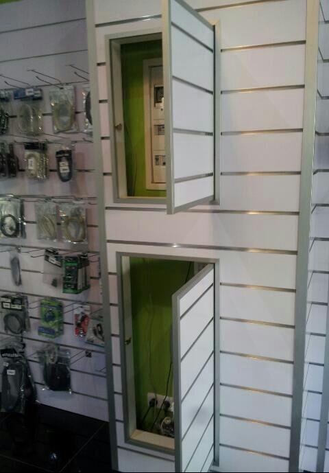 Acceso en cuadro eléctrico en paneles de lamas