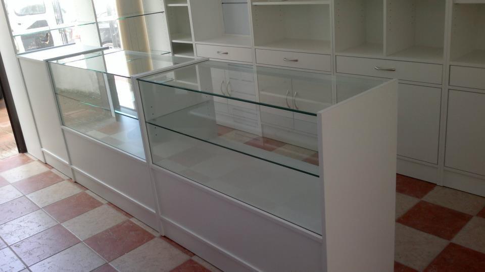 Mostradores media vitrina y módulo caja