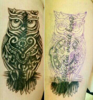 Rechts sieht man noch das alte Tattoo unter der Vorlage und dem bereits angefangenen Cover Up. Links frisch gestochenes Cover Up.