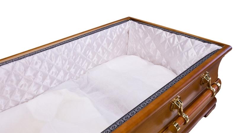 Weißer Innenausschlag mit Lotband und Sargmatratze
