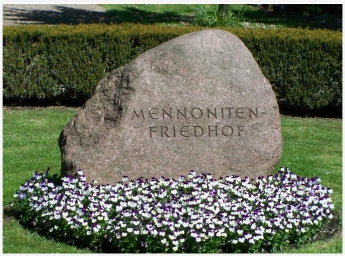 Gedenkstein mit Aufschrift: Mennonitenfriedhof