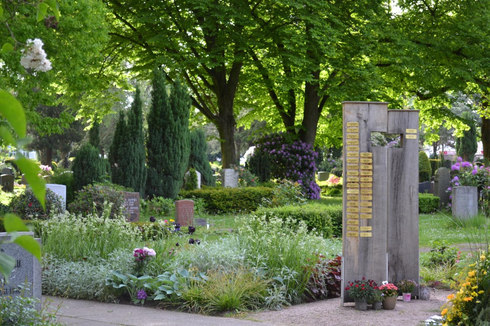 Lavendelfeld für Urnenbeisetzungen mit Namensnennung