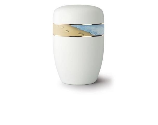 Weiß satinierte Stahlurne mit umlaufendem Zierband und Motiv: Spuren im Sand