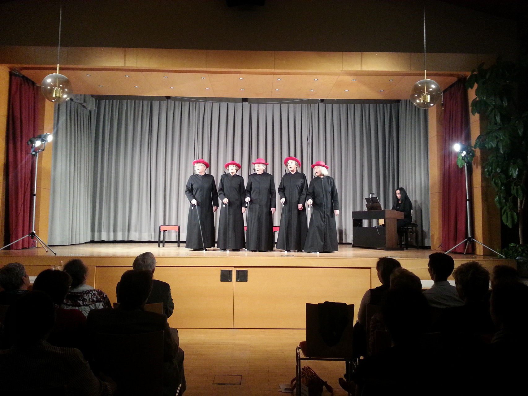 Parrsaal - Kirchenfrauen-Kabarett (23.4.2013)