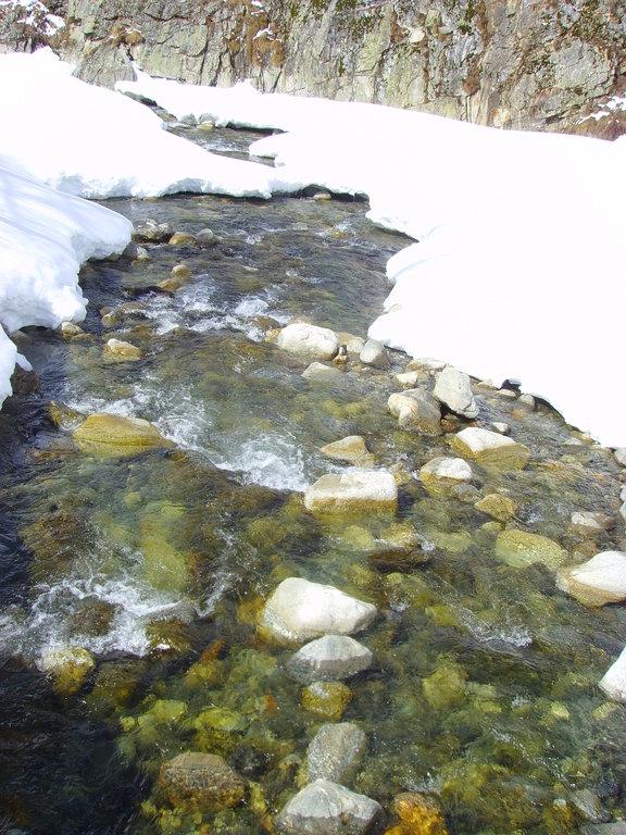Aufbrechendes Wasser – Schneeschmelze im Frühjahr