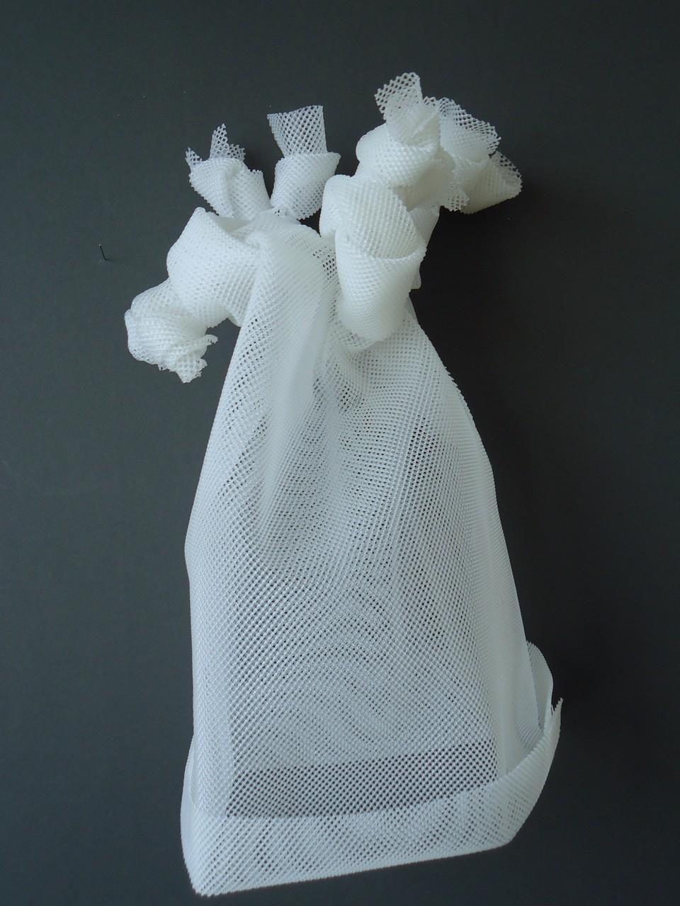 """""""Masken des Grauen"""" Ausstellung im Mies van der Rohe Haus, Berlin"""